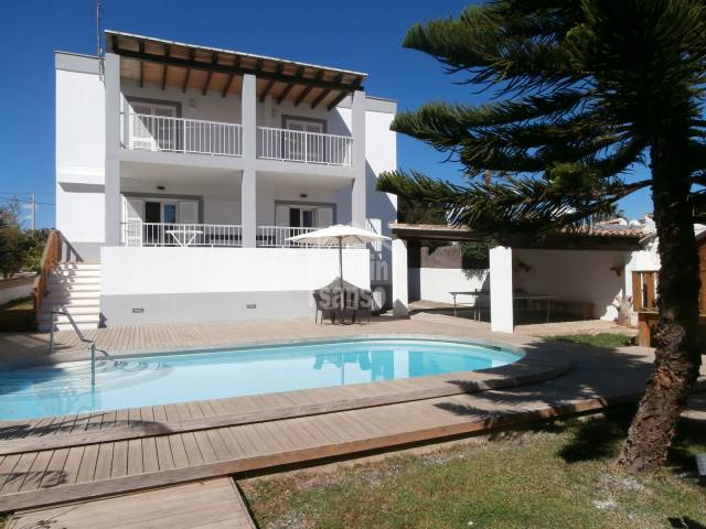 Luxurious house for rent, recently renovated to a high standard and situated in Cala Millor only 5 minutes walk to the Beach.