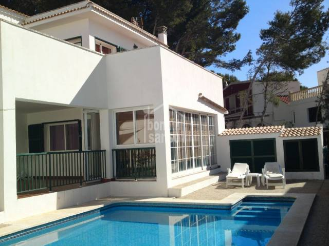 Oportunity to purchase a vila with a pool in Macaret