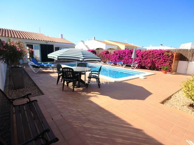 Moderno y cómodo chalet en Cala Llonga, Menorca