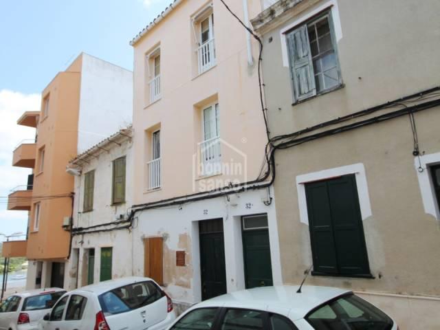 Piso en segunda planta sin ascensor, con terraza posterior. Mahón - Menorca.