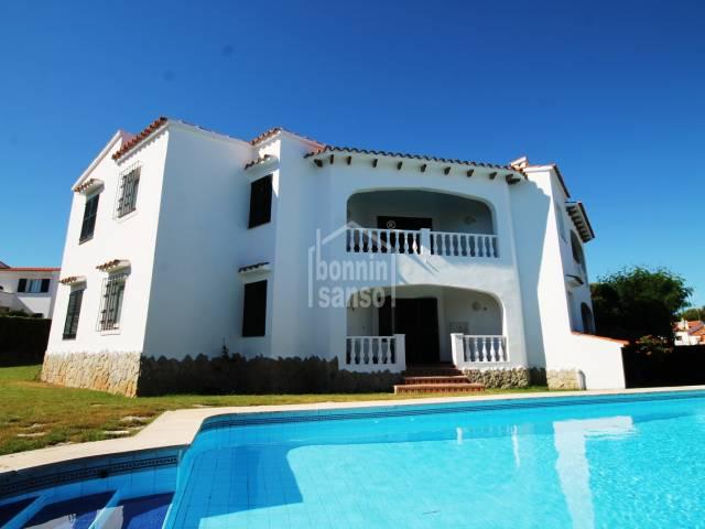 Bloque de 4 apartamentos con licencia turística en Punta Grossa