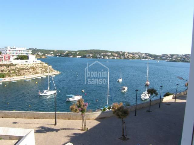 Second floor apartment with great sea views in Es Castell