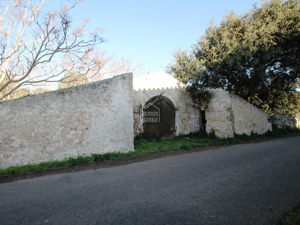 Comprar suelo r stico con boyeras en ruinas menorca 23295 for Precio m2 suelo rustico