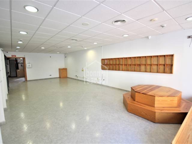 Magnificent business premises with basement near the historic town, Ciudadela, Menorca.