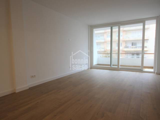 Refurbished flat in the Centre of Mahon, ready to move into.