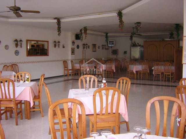 Large very well positioned restaurant in Mercadal, Menorca