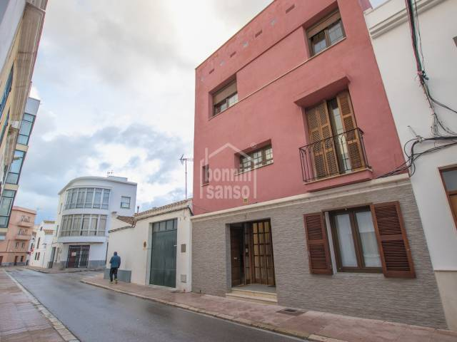 Duplex of 210m² whit 3 bedrooms, roof terrace with sunlounge and barbecue in Mahon.