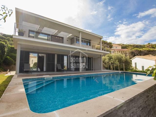 Magnifica villa con vistas panorámicas al puerto de Mahón. Menorca.