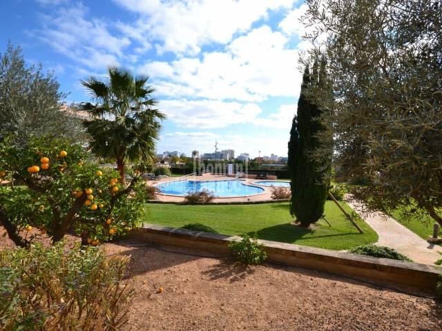 Soleada planta baja en complejo con piscina situada a 10 min. de la playa de Cala Millor. Mallorca