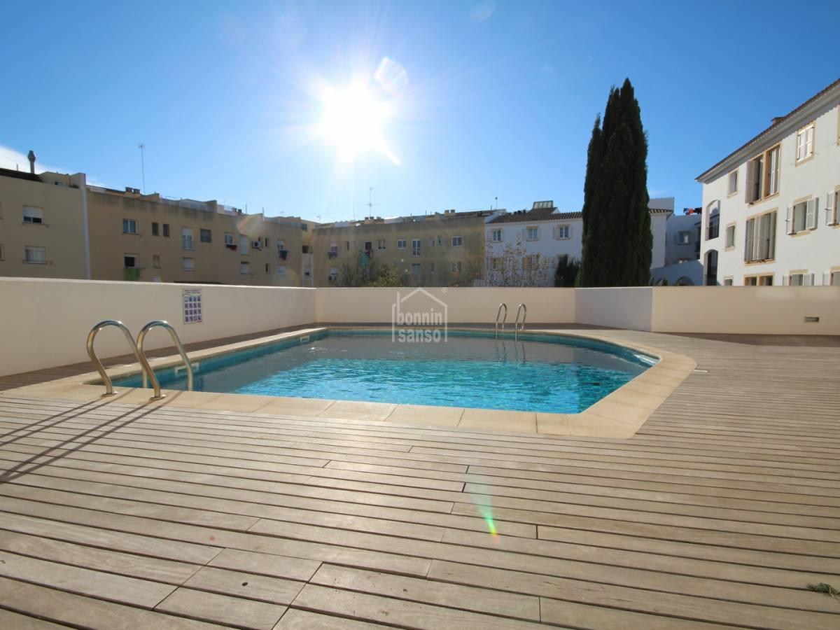 Acheter moderne attique avec piscine communautaire a for Acheter piscine