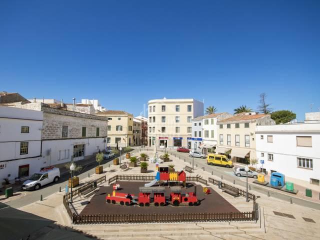 Attraktive Wohnung im zweiten Stock mit Blick auf den Bastionsplatz in Mahon, Menorca