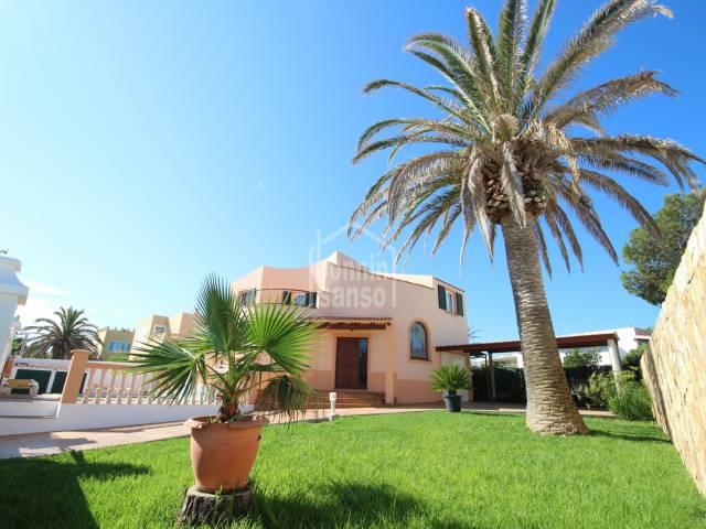 Front, Garden - Elegant villa with pool in Cala Blanca, Ciutadella, Menorca.