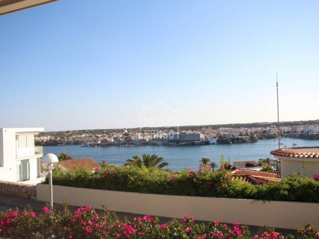 Beautiful villa with excellent views of Mahon harbour