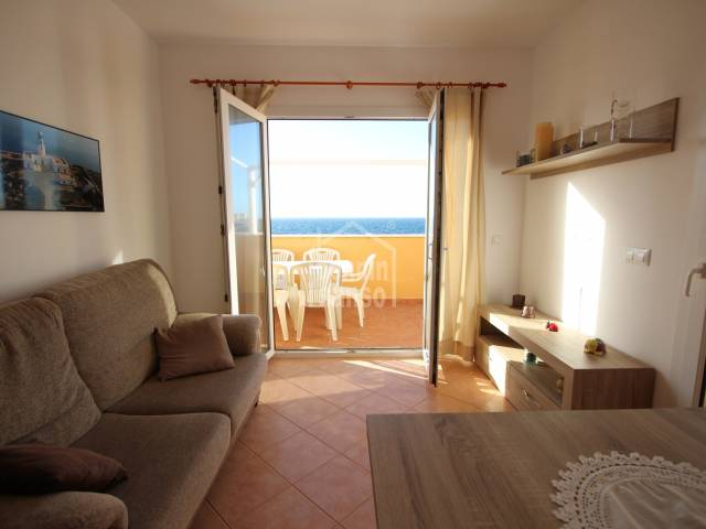 Coqueto apartamento en primera línea en Calan Blanes, Ciutadella, Menorca