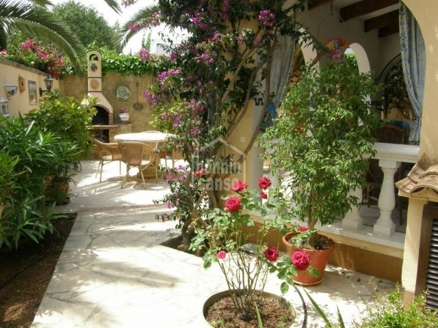 2 semi-detached bungalows of aprox. 105m2 one and 65m2 the other, on plot of 450m² in a quiet part of Cala Millor.