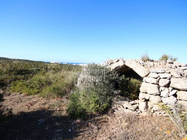 Rustic plot with sea views in Cala Morell, Ciutadella