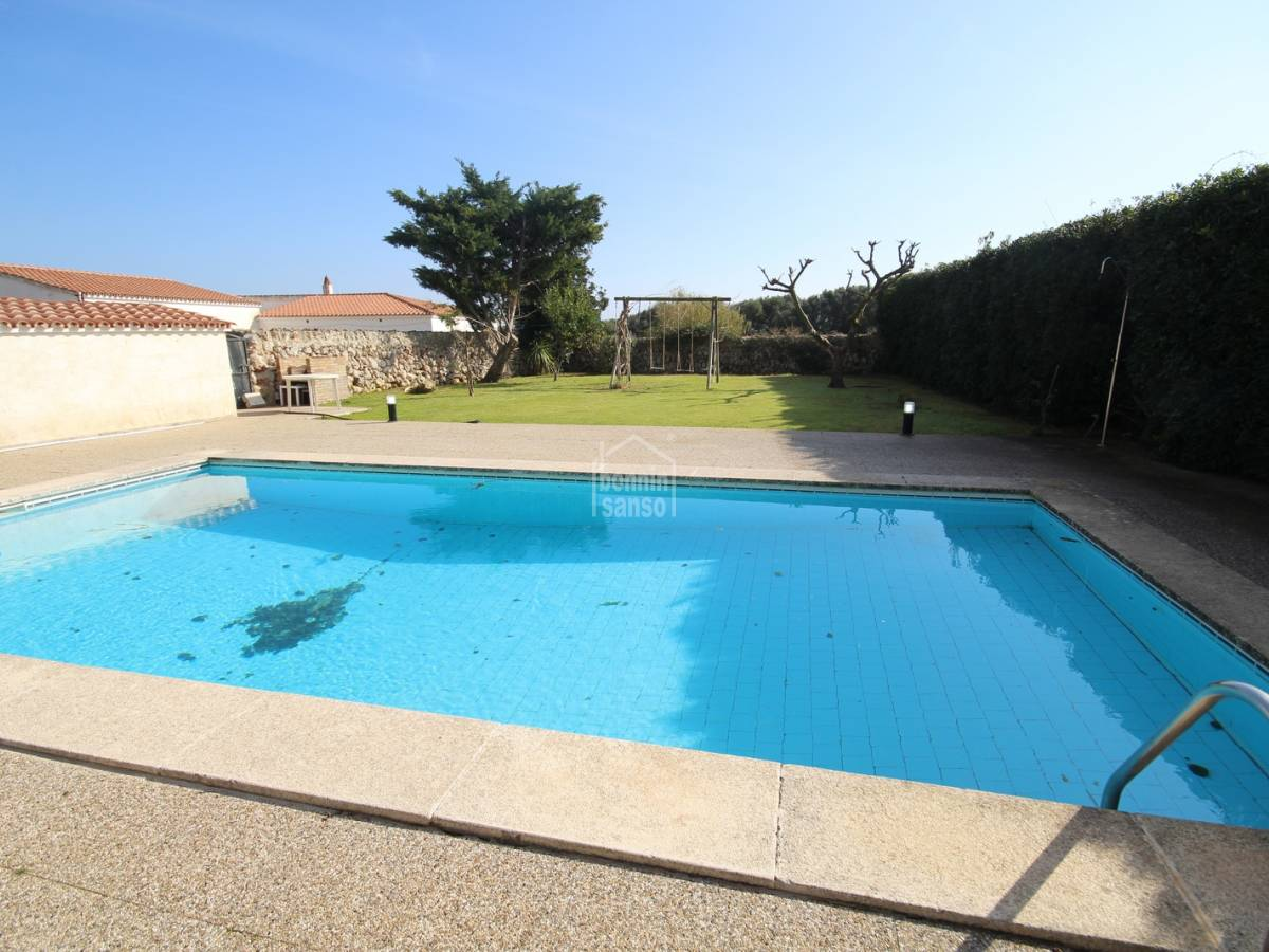Comprar amplio chalet con jard n y piscina en trebaluger - Jardin y piscina ...