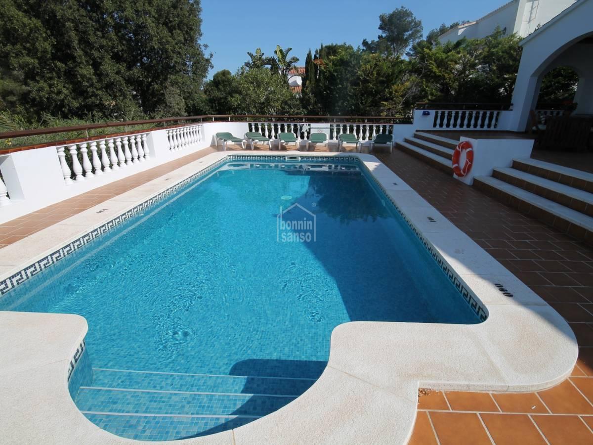 Comprar chalet en son parc con jard n y piscina 23485 for Piscina jardin norte
