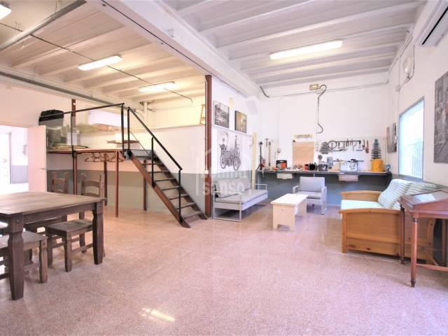 Garage avec une zone  loft près de l'ancienne ville, Ciutadella, Minorque
