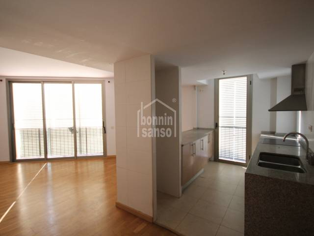 First floor apartment with a large communal area with swimming pool in Ciutadella
