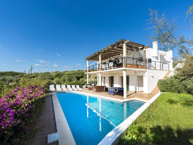 Villa with tourist licence on  a double plot in the prestigious Cala Llonga. Minorca