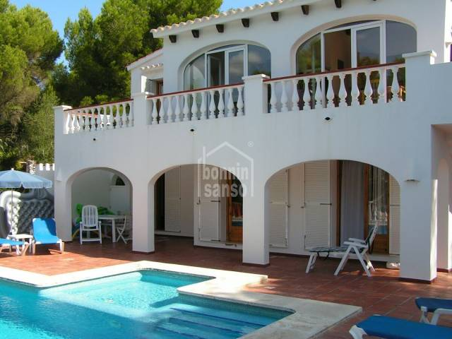 A very attractive villa of 230m² amongest pine trees