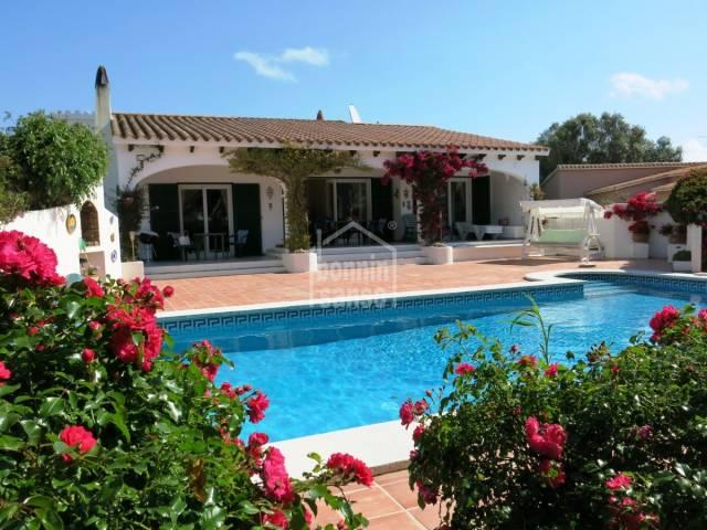 Bonita villa con jardin y pisicna en Binixica, Menorca