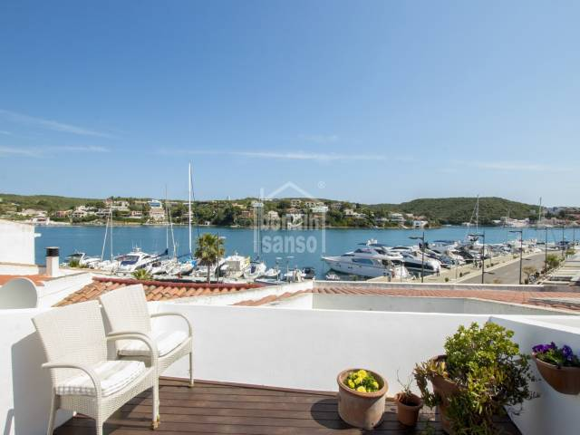 Penthouse am Hafen von Mahón mit herrlichem Meerblick, Menorca.