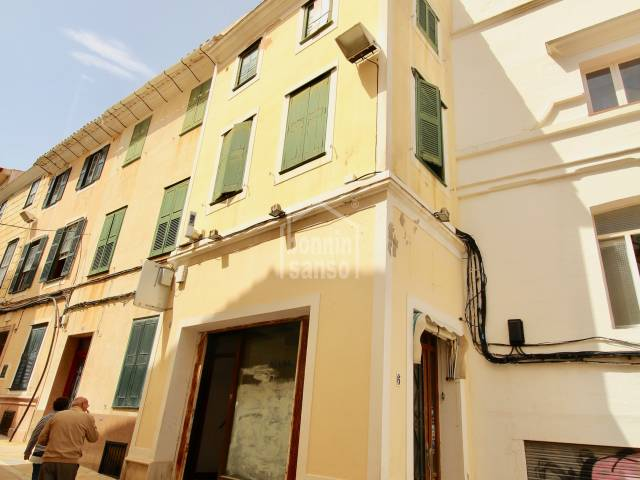 Sole agent: Building in the commercial center of Mahon Menorca