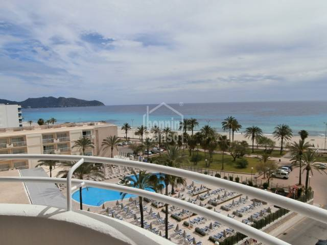 Frontline Apartment with direct sea views,30 metres from the sea, approx. 102m², 3 bedrooms and pool.
