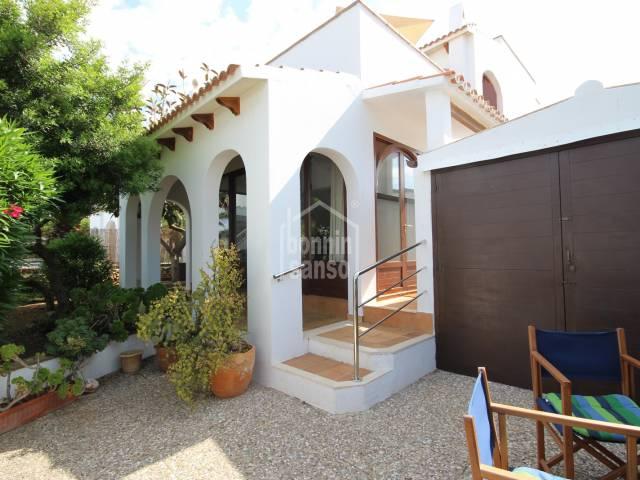Amplio chalet con garaje en Cala Blanca, Ciutadella, Menorca