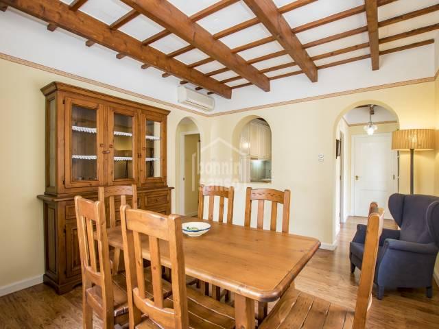 Céntrico piso en finca de solo cinco vecinos, Mahón - Menorca.