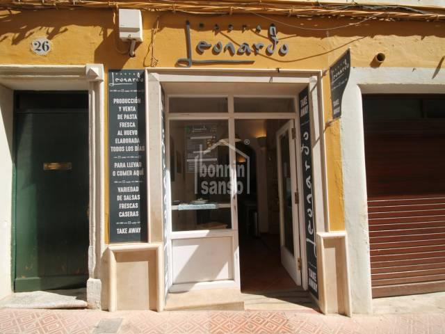 EN TRASPASO. Negocio de elaboración de comida y Take a Way, en el centro de Mahón, Menorca.