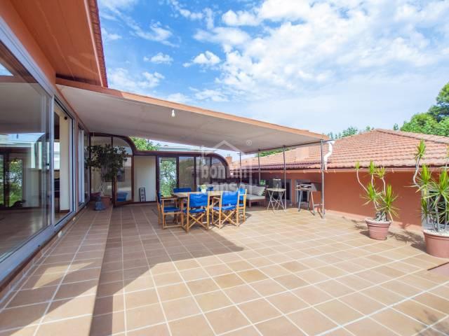 Interesting villa located in the prestigious area of the Port of Mahon. Menorca