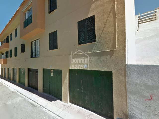 Garage with electric and water in Es Castell