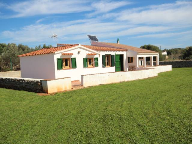 Small house set in rustic land of 1.500m² on the outskirts of Es Castell, Menorca