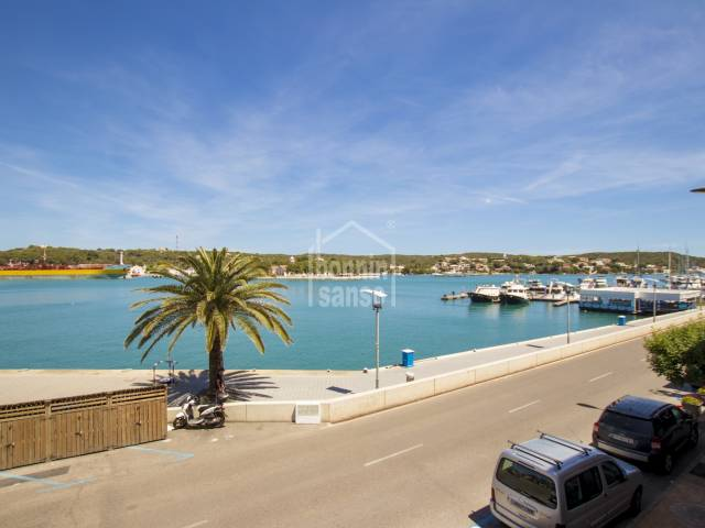 Beautiful front line apartment with parking in the harbour of Mahón, Menorca