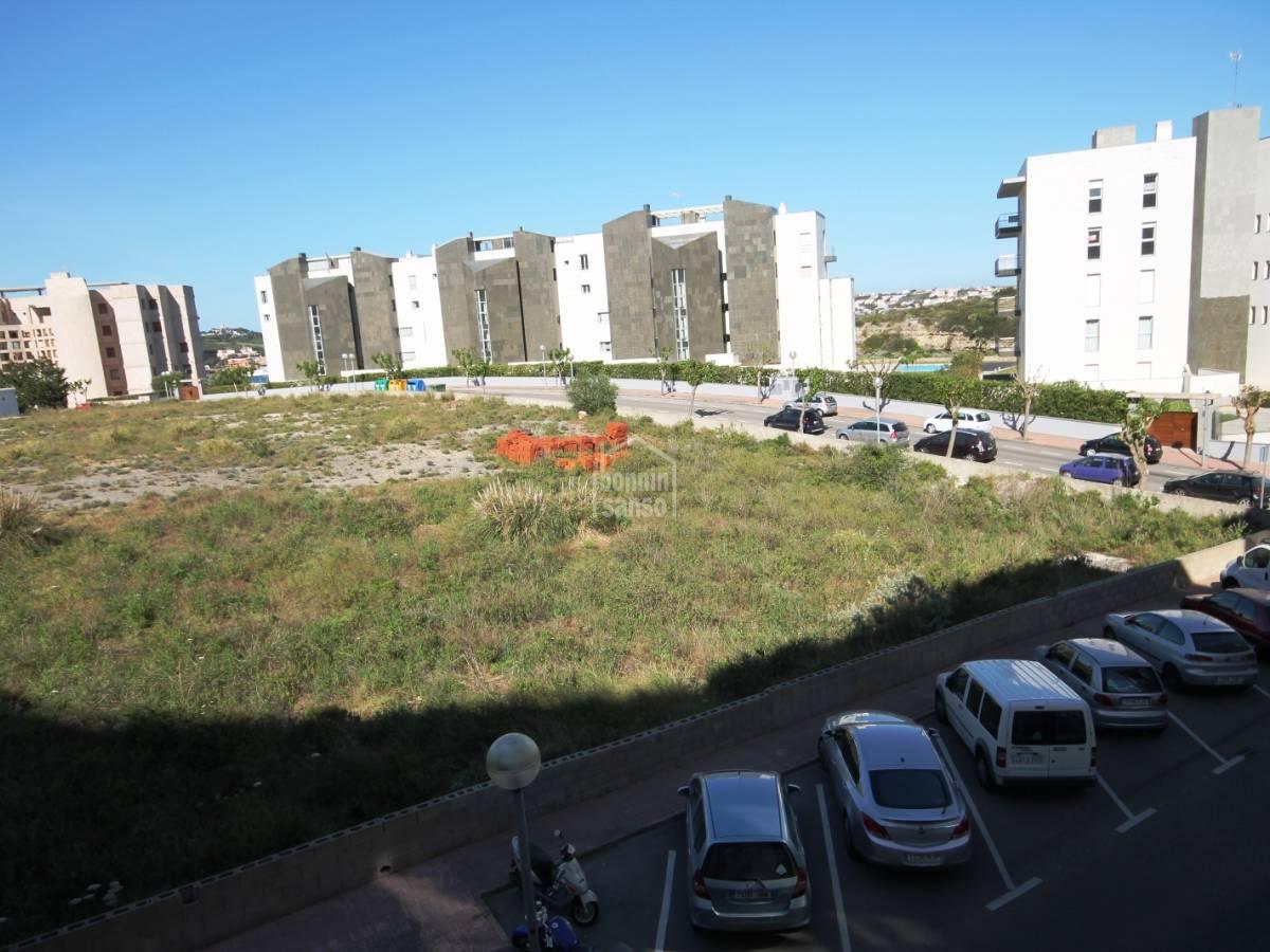 Comprar moderno piso cerca del puerto de mah n menorca for Alquiler de pisos en mahon