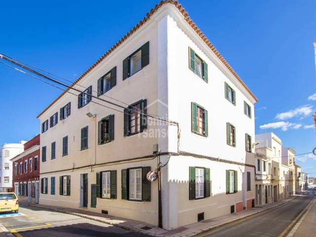Beautiful reformed first floor flat in an emblematical building in Mahón, Menorca
