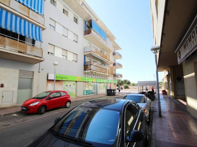Third floor apartment with lift in a residential area of Mahón, Menorca.