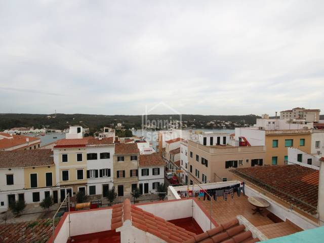Townhouse located in the centre of Mahon with harbour views