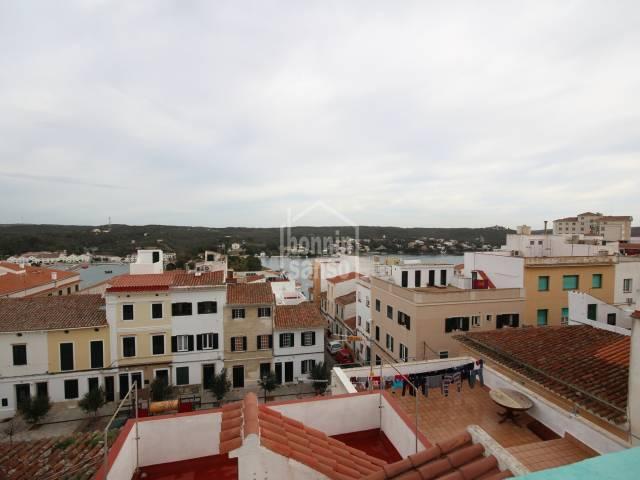 Casa en el centro de Mahón con vistas a Puerto desde terraza