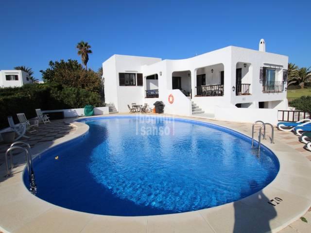 Herrliche Villa in erster Meereslinie mit herrlichem Meerblick in Salgar, Menorca