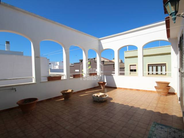 Large apartment with terrace, garage, lift and business premise in central street in Ciutadella, Menorca