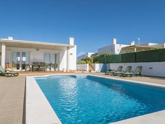 Villa con lineas modernas en Cala Llonga, Menorca