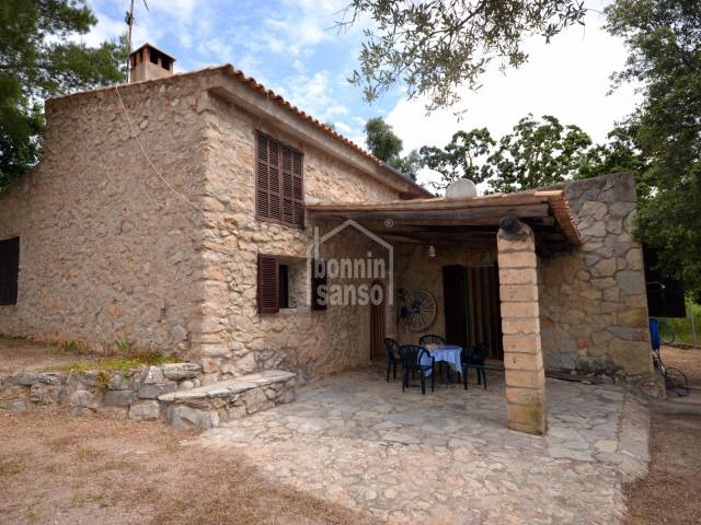 Country house of approx. 195m², cladded with natural stone and situated in the higher area behind Son Servera.