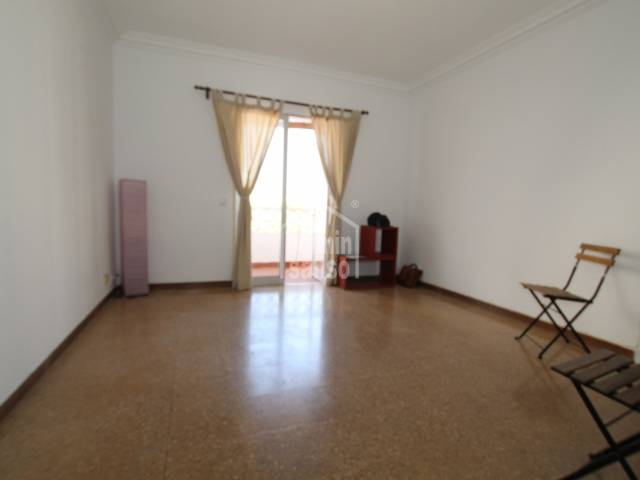 Flat on 3rd floor with lift close to the center of Mahon, Menorca