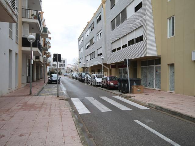 Commercial premises of 73m² in Mahon