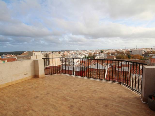 Spectacular apartment with a large terrace in the centre of Mahón, Menorca.