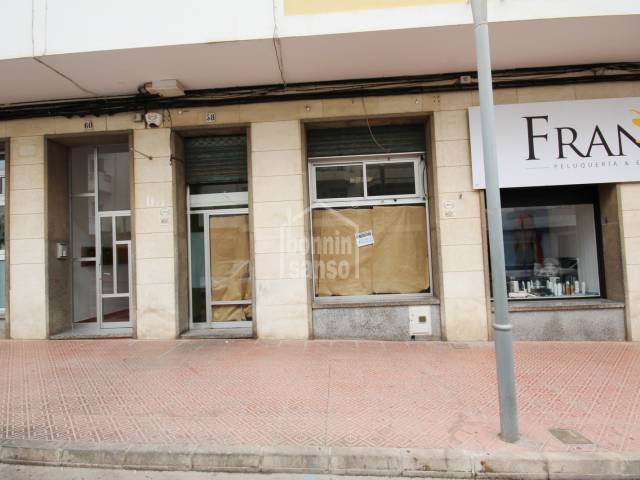 Commercial premises located in the residential core of Mahon